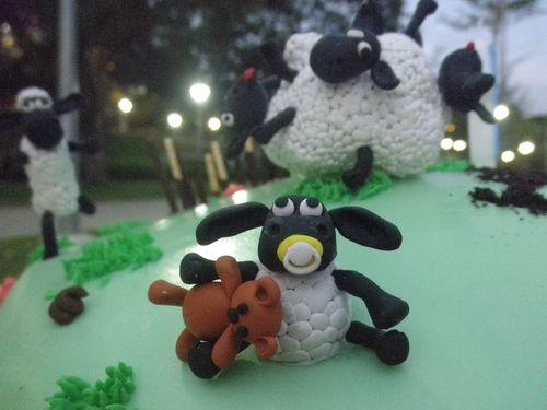 2010 nov shaun cake 020
