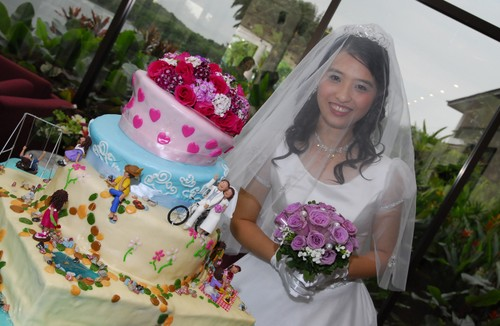 The Beautiful Bride and her Wedding Cake!